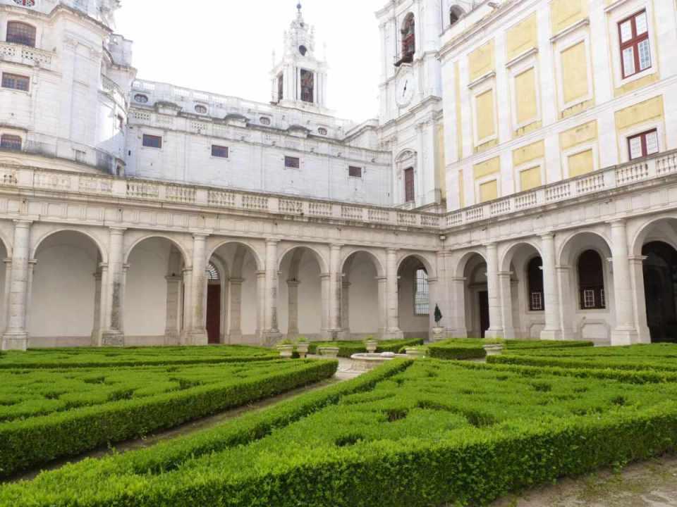 Jardim interior do Convento de Mafra