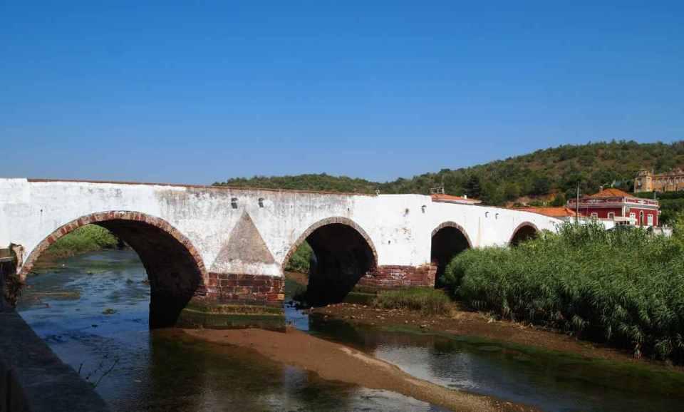 Ponte Velha sobre o rio Arade
