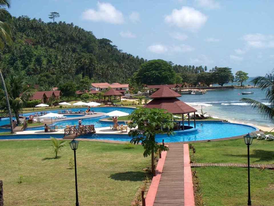 Resort no Ilhéu de Rolas