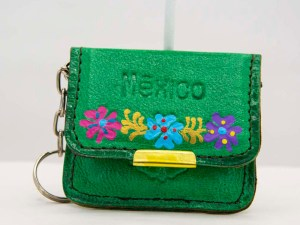 handmade-mexican-artisanal-tooled-leather-coin-purse-pouch-with-mirror-020