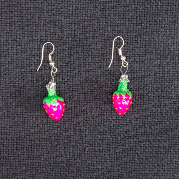 strawberry-hand-blown-glass-pink-earrings-027