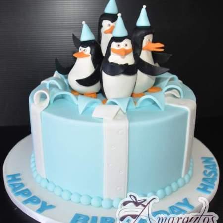 Base Cake with Madagascar Penguins – NC465