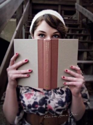 peeking over book logo