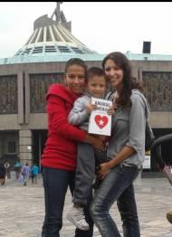 Adriana y Alejandra en la Basílica de Guadalupe