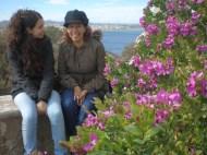 Alejandra Armenta y Celina Valádez, protagonistas de 'El abismo chilango', la parte dedicada a México en 'Amarás América'. Cabo de Palos, 2010.