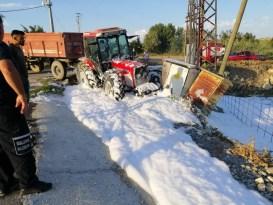 Elektrik trafosuna çarpan traktör alev aldı: 1 yaralı