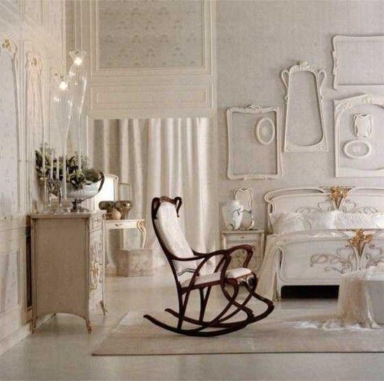 Una camera da letto in stle liberty dai toni neutri su designmag.it
