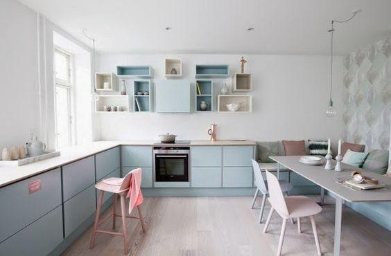 Cucina scandinava con colori pastello