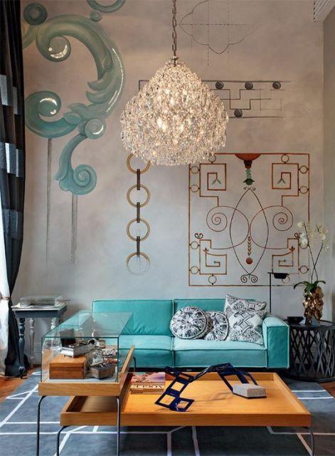 Soggiorno con divano in velluto turchese