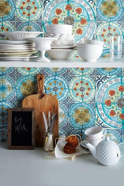 Ceramiche e dettagli di una cucina mediterranea