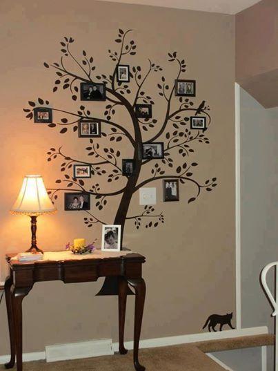 Ingresso con consolle e adesivo decorativo a parete
