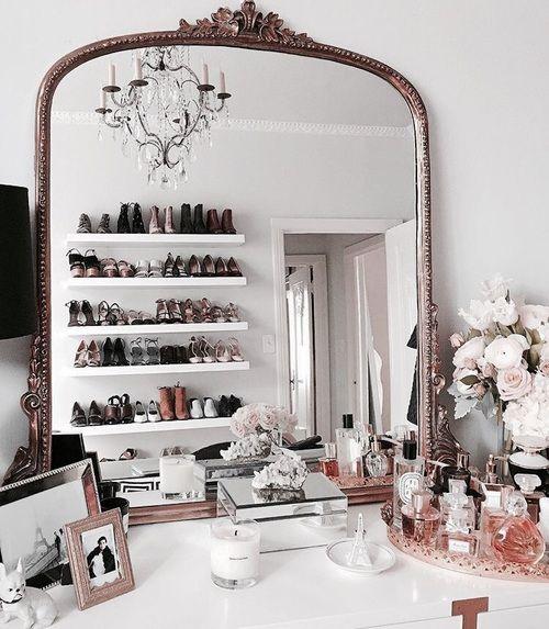 Angolo beauty con specchiera vintage in stile bohémienparigino