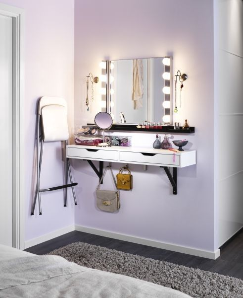 Angolo beauty con mensola e sedia pieghevole