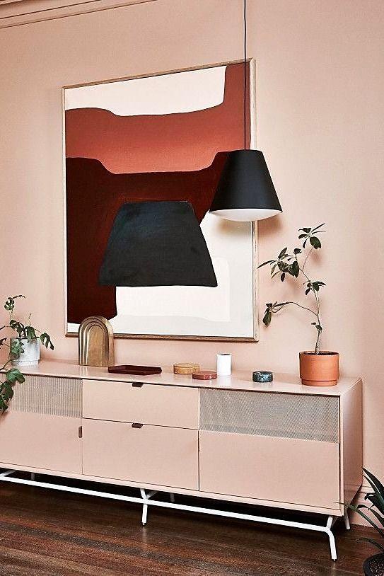 Soggiorno moderno con tonalità di rosa e terracotta