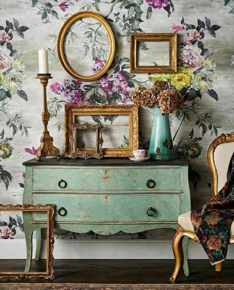 Decorare le pareti con cornici vintage