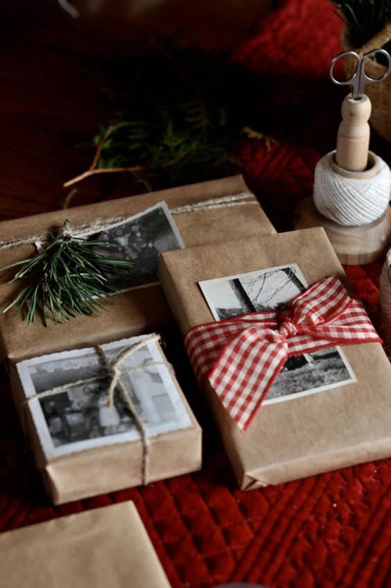 Pacchetti natalizi con foto e cartoline