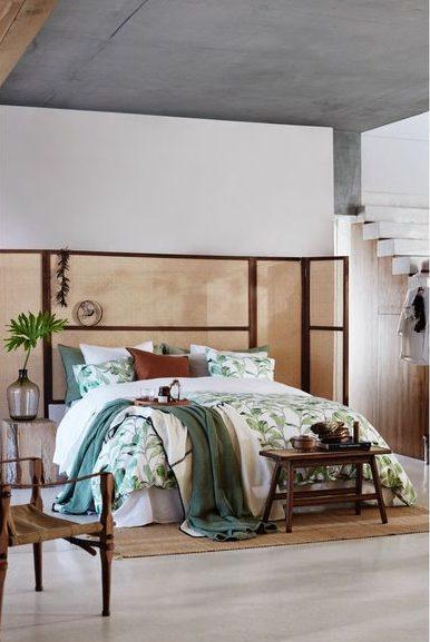 Camera da letto con tessuti a fantasie floreali