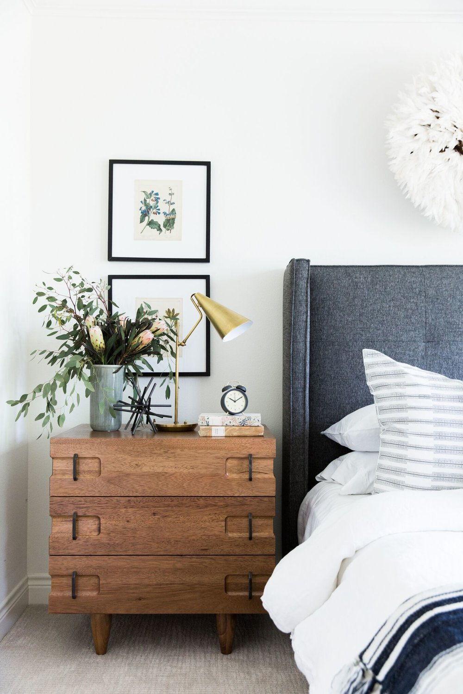 Come scegliere lampada e comodino per la camera da letto