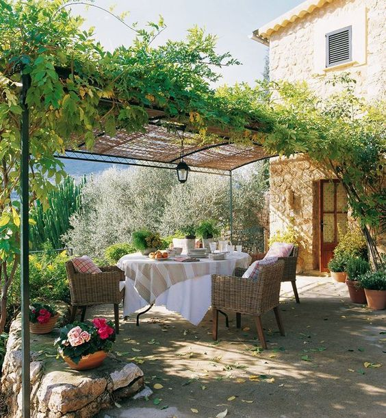 Pergola in antica casa colonica