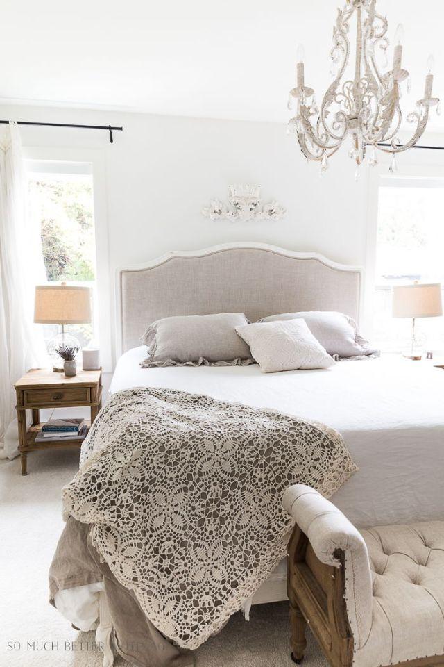 Un letto sobrio ed elegante impreziosito da materiali di qualità