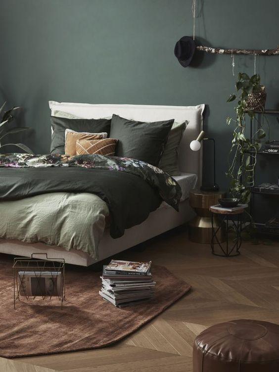 Camera da letto autunnale con tocchi botanical