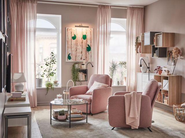Un soggiorno elegante e ordinato grazie al decluttering