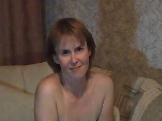 Moeder met grote tieten laat haar kutje een andere keer zien
