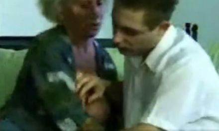 Geile oma, 67 jaar, doet het met een jonge man