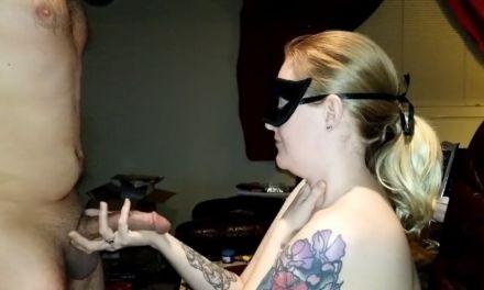Keurige nieuwe vriendin, wel tatoeages, krijgt voor het eerst een facial