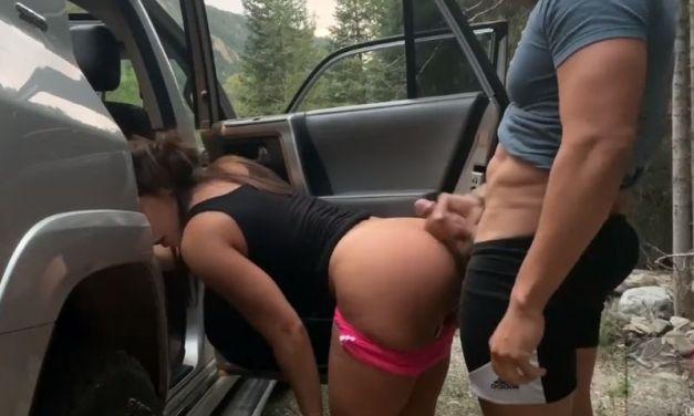 Sex in de auto, knappe echtgenote gaat vreemd met nieuwe collega