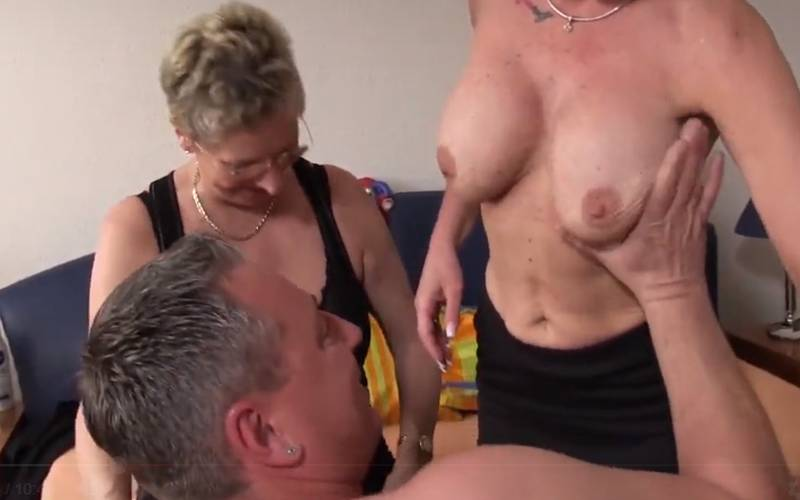 Amateur trio, twee oma's hebben geile sex met de buurman