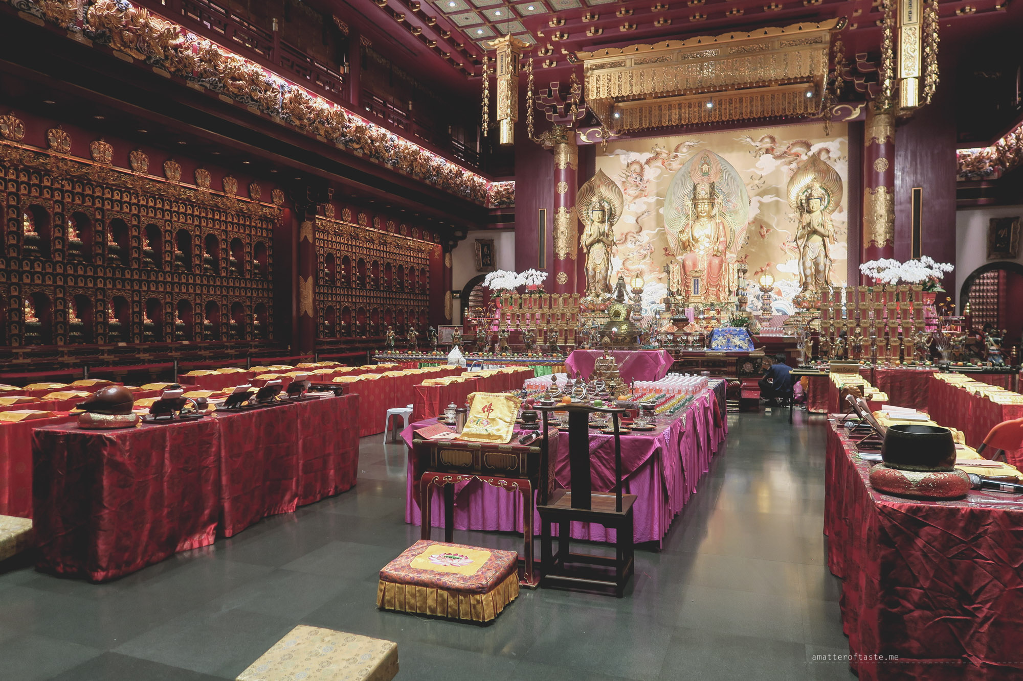 05-Buddha-Tooth-Relic-Temple-singapore-interior