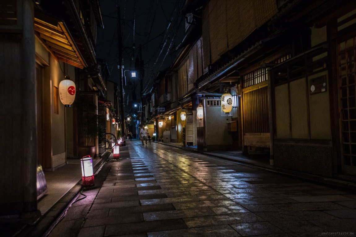 Kyoto Gion by night by a matter of taste