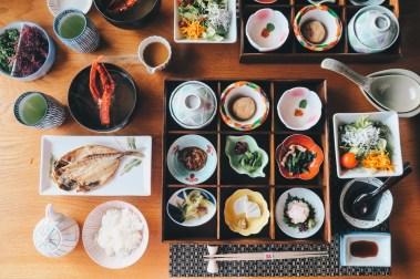 ryokan-elaborate-breakfast-food