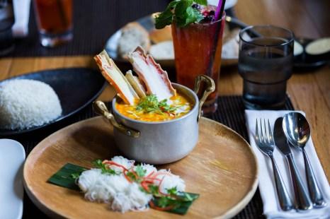 w-hotel-bangkok-09-kitchentable-curry