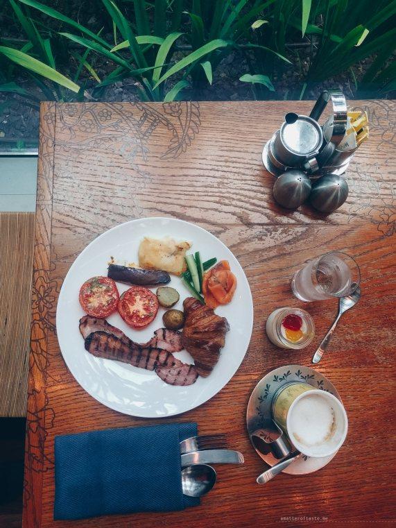 w-singapore-kitchen-breakfast-plate