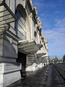 I love these awning along the side of the Musee D'Orsay. A magic spring morning and a perfect say for photos!