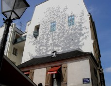 This clever effect painted on the wall gave the impression of cool shade in this photo I took on a spring day in Paris.