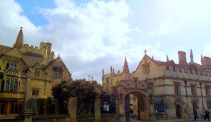 Out through the Porter's gate of Magdalen we passed, little knowing the thrilling adventures that we before us. (lucky I took photographic proof!) https://amaviedecoeurentier.wordpress.com/2015/01/24/papa-bouilloire-chapter-the-third/
