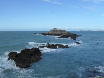 The tide in St Malo is astonishing. Several times a day this fortress by Vaubon is completely surrounded by the ocean and then the tide retreats and you can walk to it directly from St Malo.