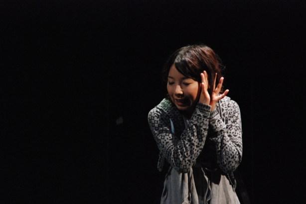 『幸せはいつも小さくて東京はそれよりも大きい』舞台写真@福岡 ぽんプラザホール 2012.08