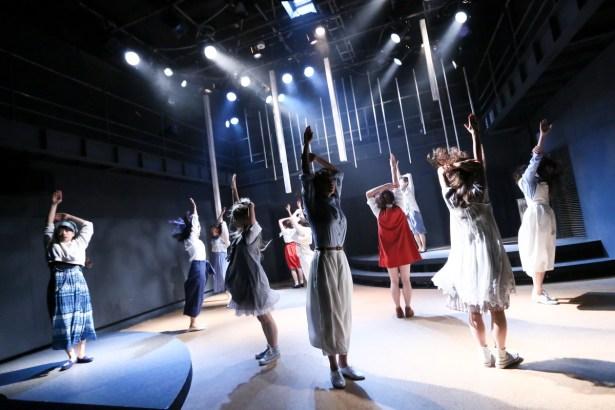 『青いポスト』舞台写真② @花まる学習会王子小劇場 photo by 赤坂久美