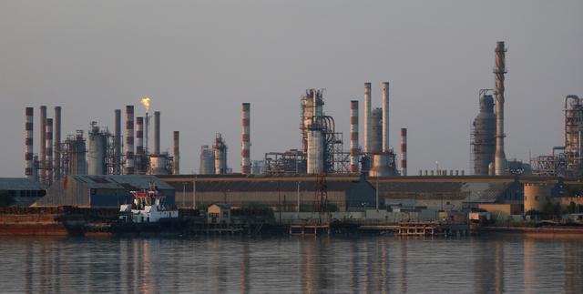 FILE PHOTO - A general view of Abadan oil refinery in southwest Iran, is  pictured from Iraqi side of Shatt al-Arab in Al-Faw south of Basra, Iraq  September 21, 2019. REUTERS/Essam Al-Sudani -