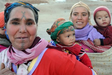 TO GO WITH AFP STORY BY GUILLAUME KLEIN - A picture taken on January 11, 2013 in Anfgou in the High Atlas mountains shows Amazighan women with them children. Morocco's indigenous Berber people, descendants of North Africa's pre-Arab inhabitants, are struggling to make their voices heard despite their ancient Amazigh-language winning official recognition in 2011 after decades of campaigning. AFP PHOTO/FADEL SENNA (Photo credit should read FADEL SENNA/AFP/Getty Images)