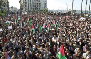 egypte manifestation 300x196 Égypte : Le soulèvement du peuple