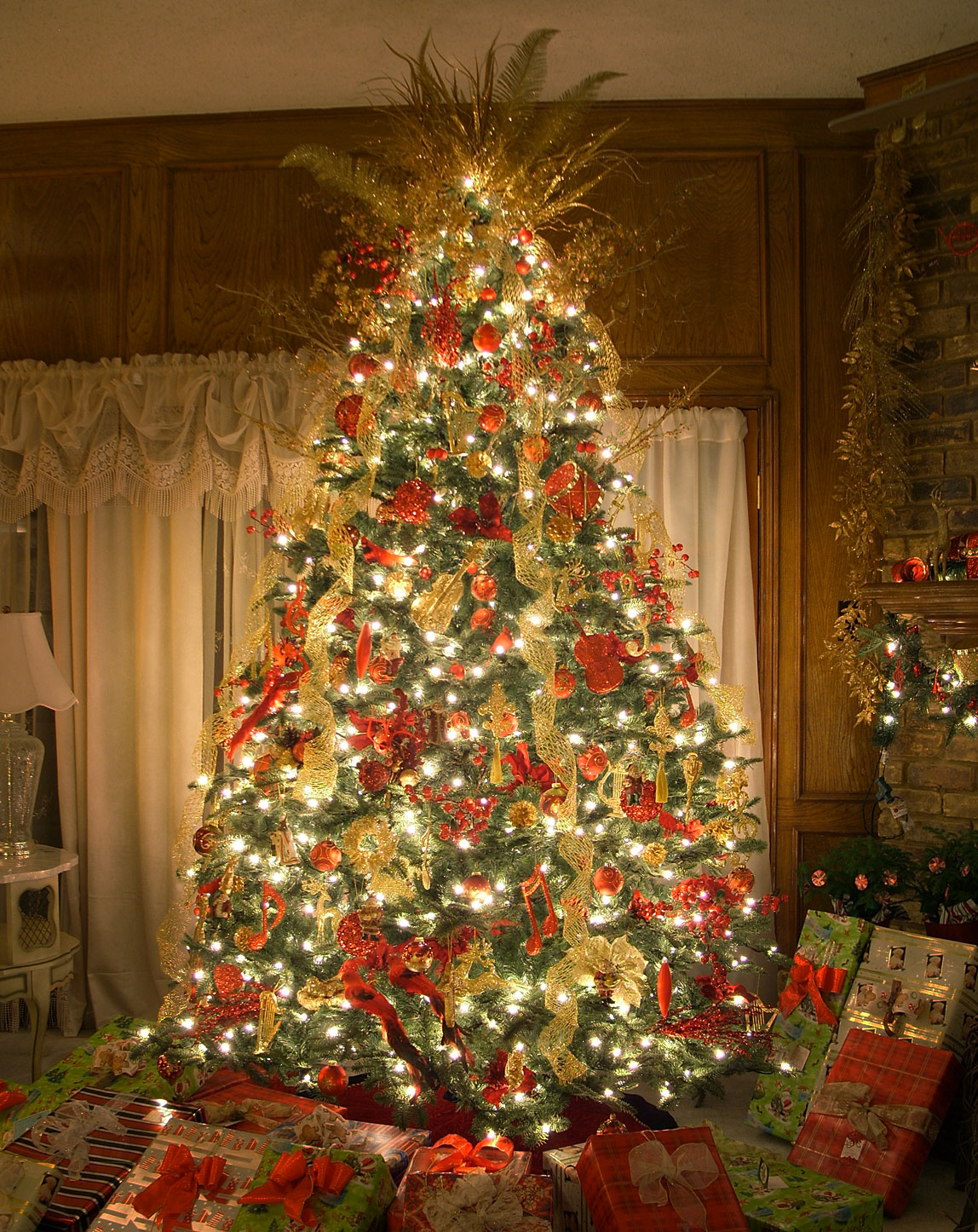 The Best Artificial Prelit Christmas Trees  Amazing
