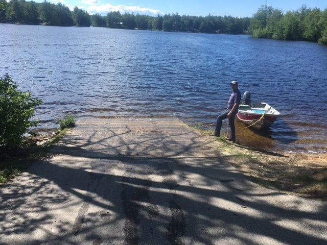 Largemouth bass fishing on sokokis lake limerick york for Public fishing areas near me