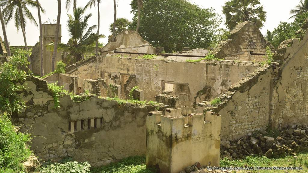 Ruined buildings inside the fort - Walking along the walls of the Mannar Fort