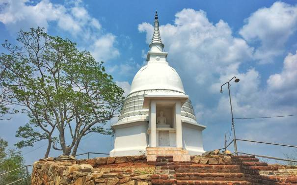 Handagala Kanda Ancient Cave Temple