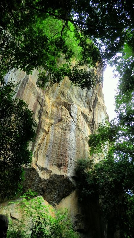 Sheer cliff of Kandegama Kanda